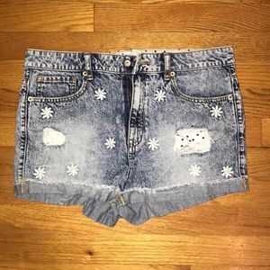 Embroidered Daisy Acid Washed High Waisted Shorts